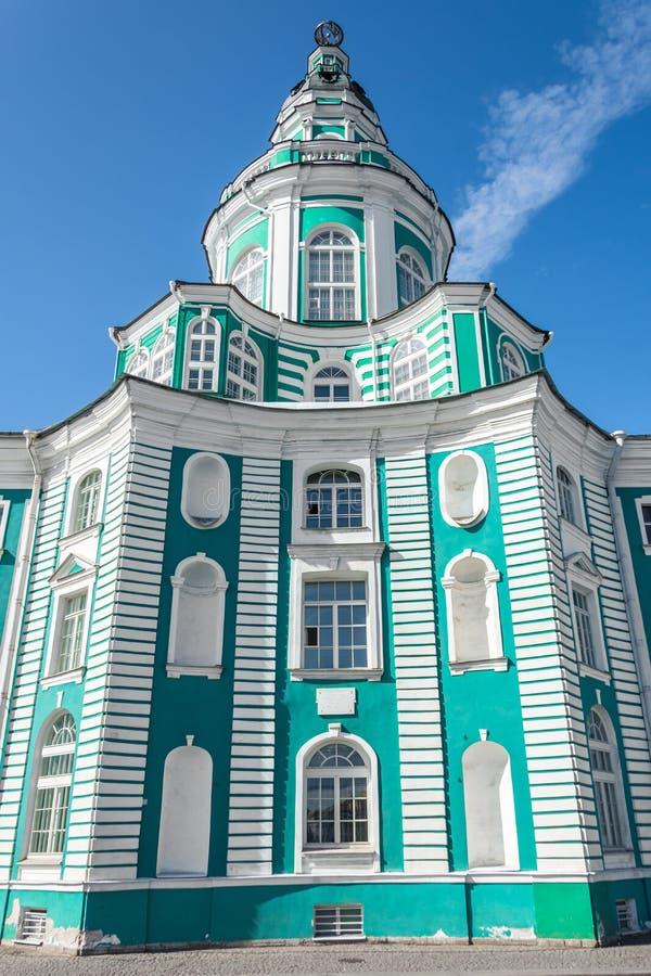 Bâtiment de Kunstkamera au remblai d'université de la rivière de Neva dans le St Petersbourg photo libre de droits