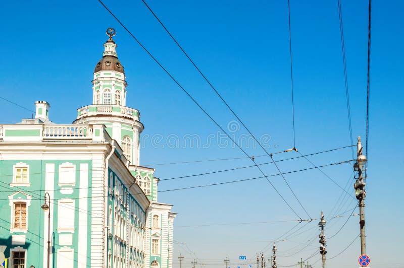 Bâtiment de Kunstkamera au remblai d'université de la rivière de Neva dans le St Petersbourg Russie photo stock