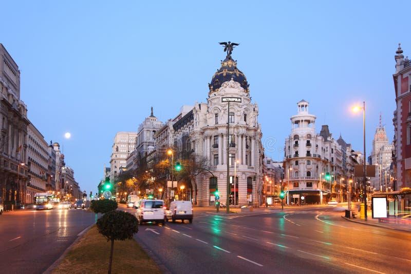 Bâtiment de métropole d'Edifisio sur mamie par l'intermédiaire de rue à Madrid photo stock