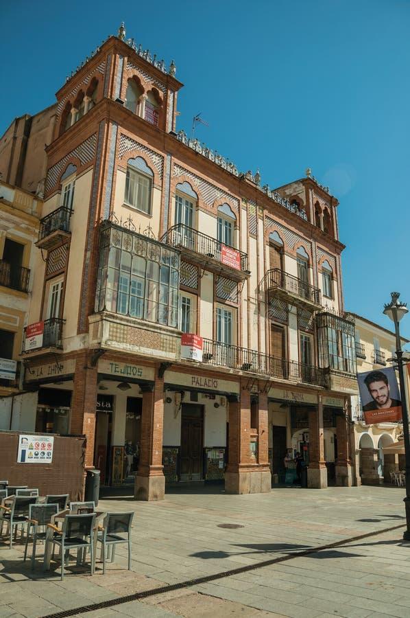 Bâtiment de magasin dans le style éclectique avec des détails de céramique à Mérida image libre de droits