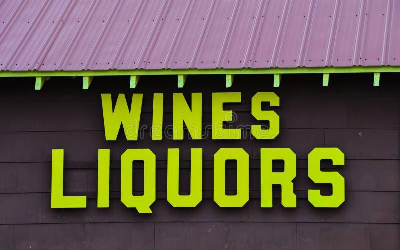 Bâtiment de magasin de vins et de spiritueux de vin et photo stock