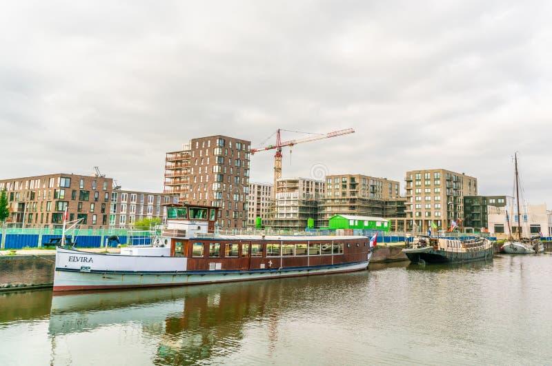 Bâtiment de nouvelles maisons dans l'extérieur developpé récemment Amsterdam d'IJburg de secteur juste images stock