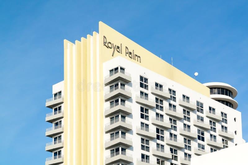 Bâtiment de palmier royal dans Miami Beach, la Floride photo libre de droits
