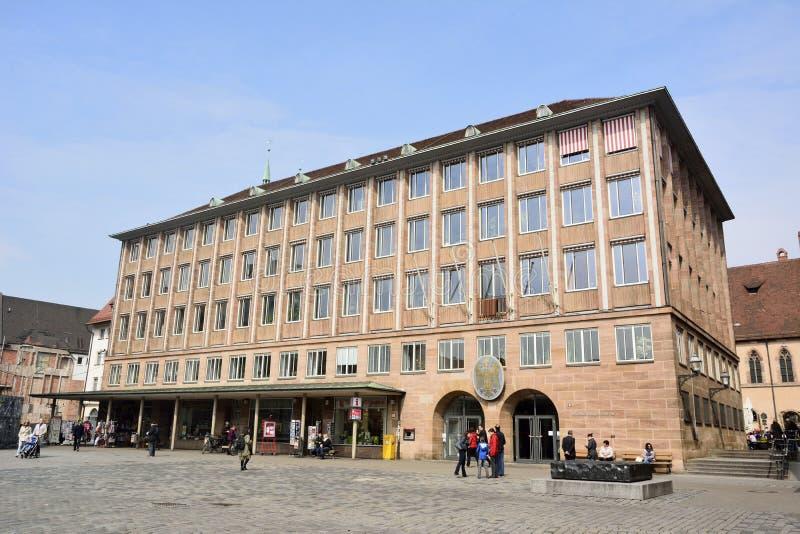 Bâtiment de Rathaus sur la place de Hauptmarkt à Nuremberg photo libre de droits