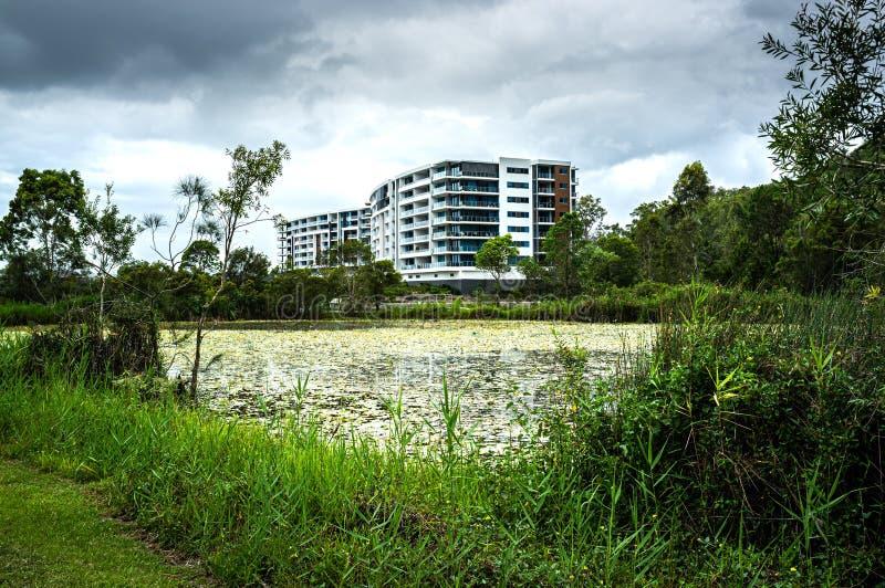 Bâtiment de Residetial à la banlieue de lacs varsity photos libres de droits