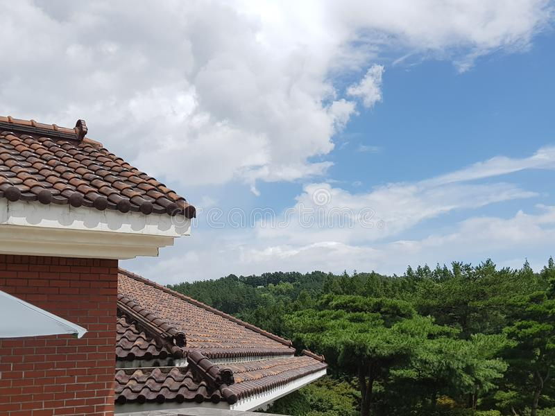Bâtiment de style de la Corée avec le ciel bleu image libre de droits