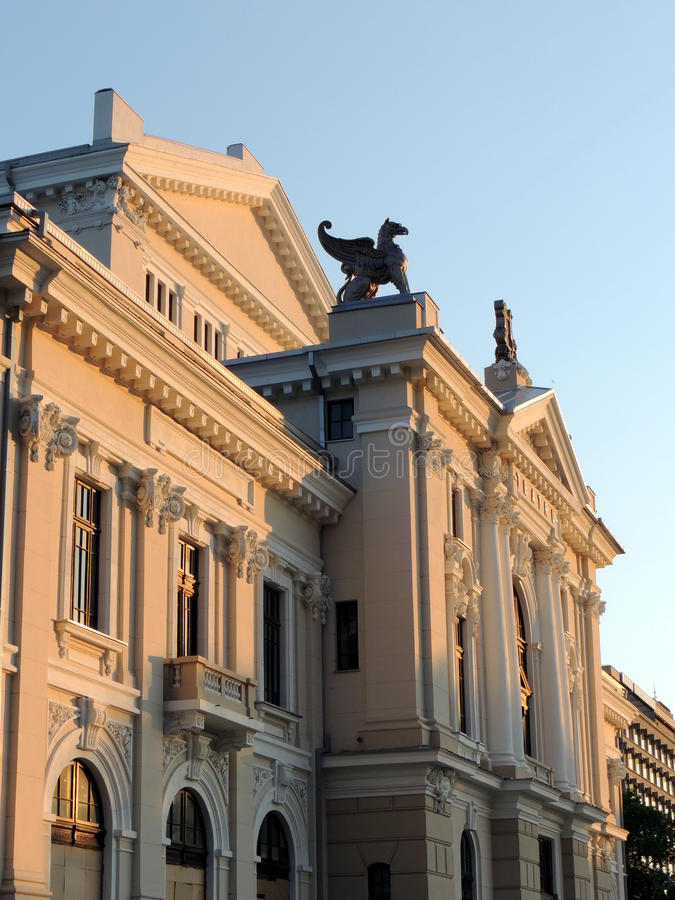 Bâtiment de théâtre dans Turnu Severin image stock