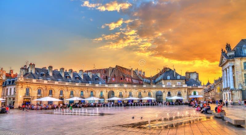 Bâtiment devant le palais ducal à Dijon, France photos stock