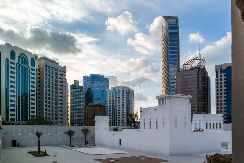 Bâtiment du Moyen-Orient de cru - le musée de Qasr Al Hosn, le bâtiment le plus ancien et le plus significatif en Abu Dhabi ont p photos stock