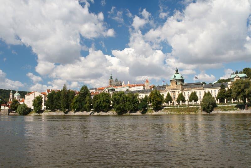 Bâtiment du Parlement du gouvernement à Prague photos stock