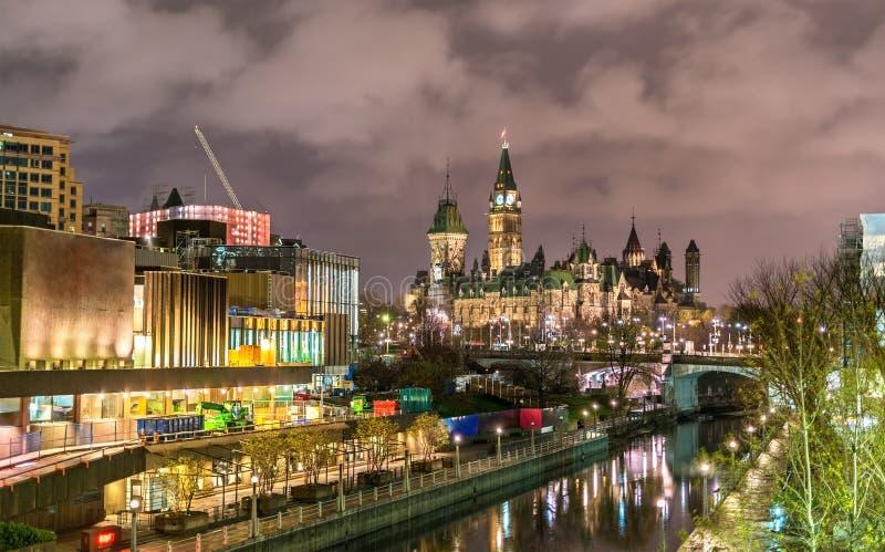 Bâtiment du Parlement et canal canadiens de Rideau à Ottawa photo libre de droits