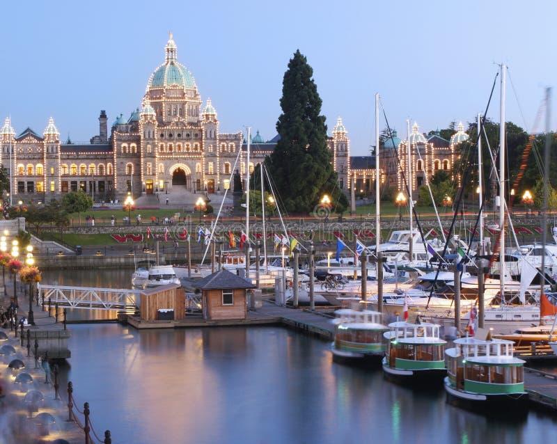 Bâtiment du Parlement illuminé la nuit, Victoria, Colombie-Britannique photographie stock libre de droits