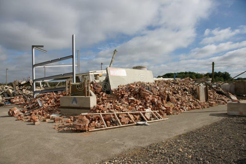 Bâtiment effondré dans la zone de catastrophe image libre de droits
