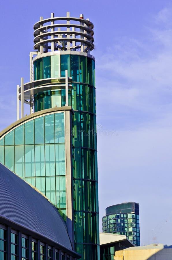 Bâtiment en verre coloré par vert photo libre de droits