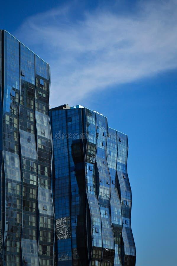 Bâtiment en verre moderne au centre de la ville photo stock