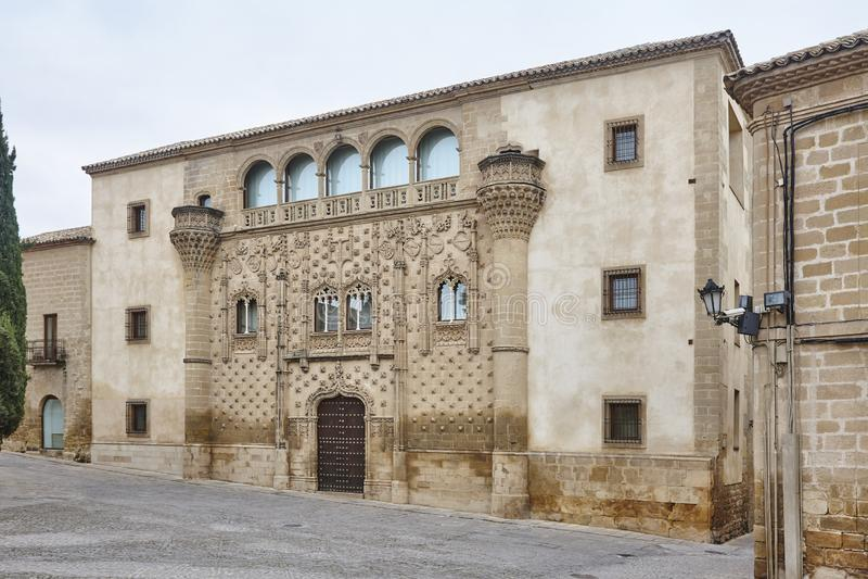 Bâtiment espagnol de reinassance à Baeza, Jaen Façade de palais de Jabalquinto image stock
