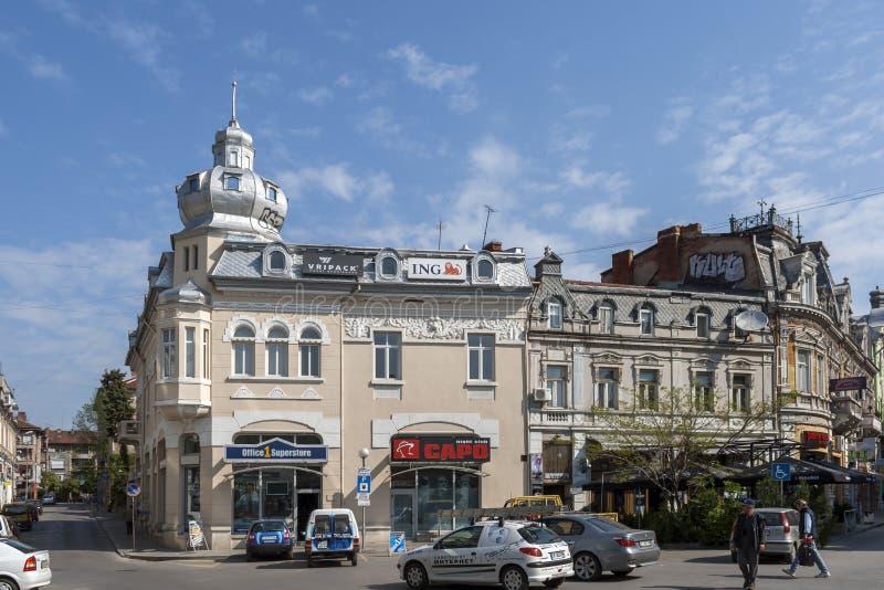 Bâtiment et rue au centre de la ville de Ruse, Bulgarie images libres de droits