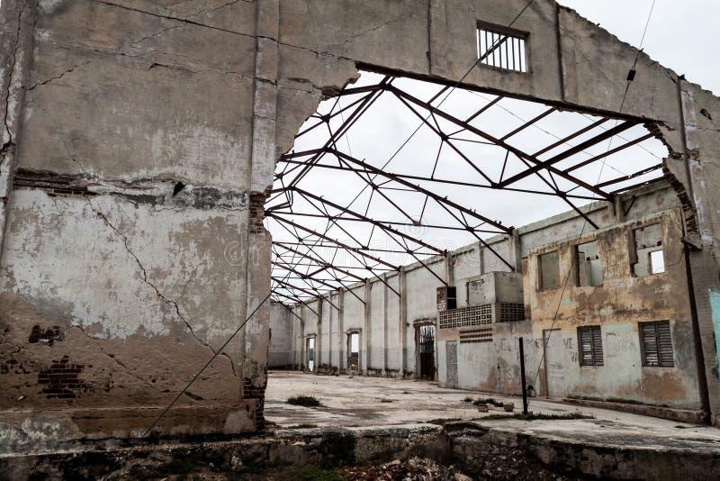 Bâtiment fortement endommagé par ouragan Ike en 2008, village de Gibara, Cu photos stock