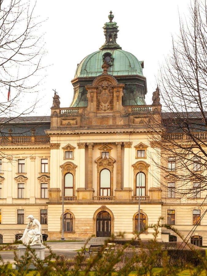 Bâtiment historique de gouvernement à Prague, République Tchèque images libres de droits