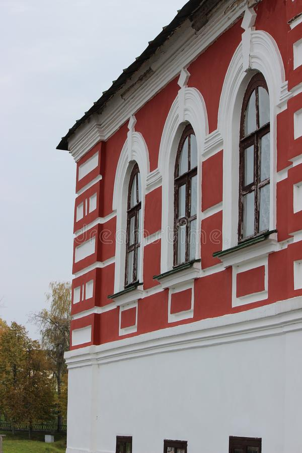 Bâtiment historique de pierre sur un fond gris de ciel images libres de droits
