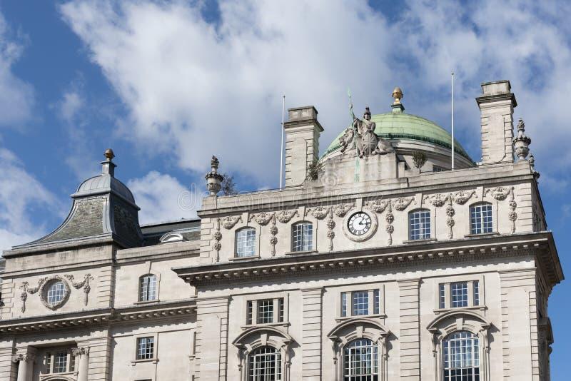 Bâtiment historique sur le coin de Piccadilly Circus à Londres le 11 mars 2019 image libre de droits