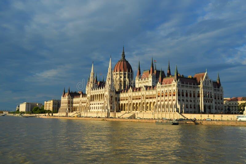 Bâtiment hongrois du Parlement du côté, Budapest, Hongrie photos stock