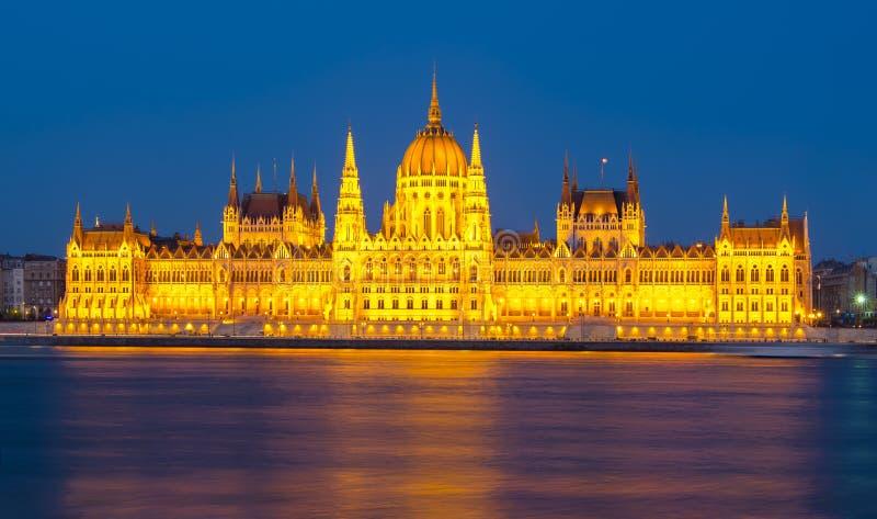 Bâtiment hongrois du Parlement la nuit, Budapest, Hongrie photographie stock