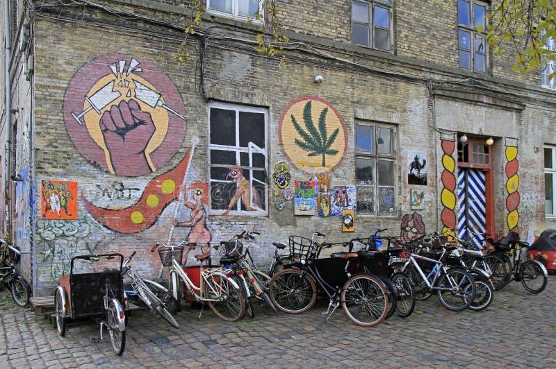 Bâtiment intéressant peint à Freetown Christiania, Copenhague images stock