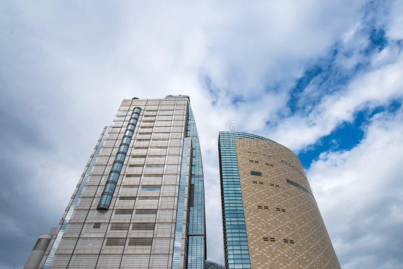 Bâtiment japonais sous le ciel bleu et le nuage blanc images libres de droits