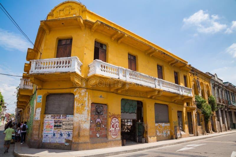 Bâtiment jaune de Carthagène photographie stock libre de droits