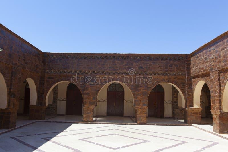 Bâtiment marocain traditionnel avec l'entrée ronde photo stock