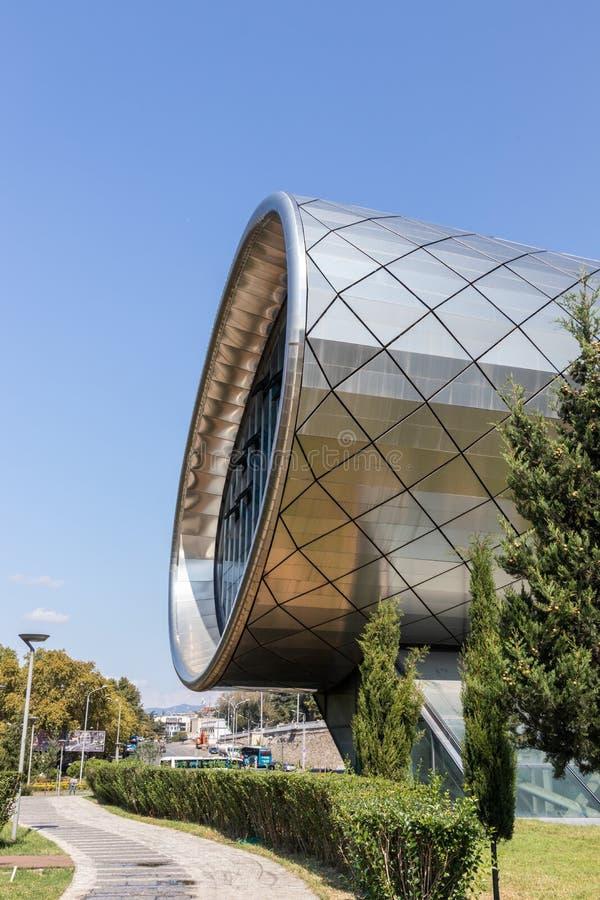 Bâtiment moderne à Tbilisi, la Géorgie images stock