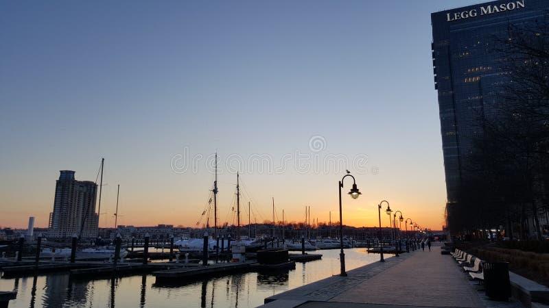 Bâtiment moderne au port intérieur de Baltimore photo stock