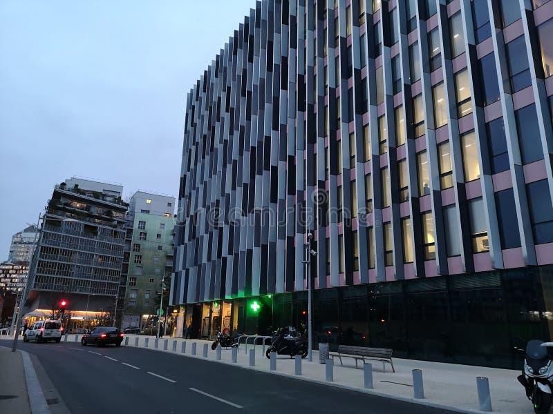 Bâtiment moderne d'architecture à Boulogne Billancourt, France photos stock