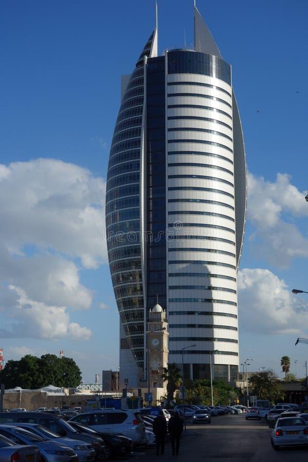 Bâtiment moderne de hausse d'Israel Haifa High dedans en centre ville photos stock