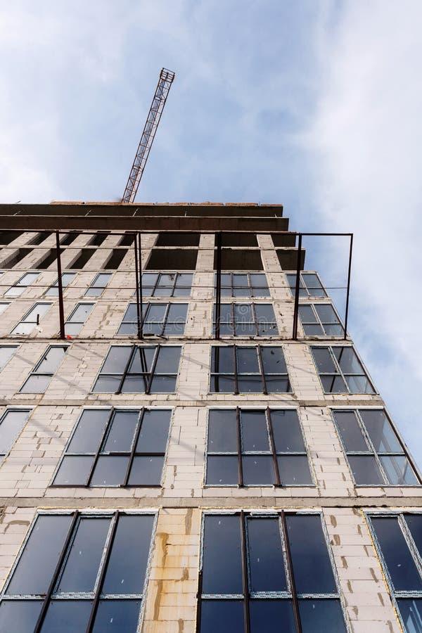 Bâtiment non fini de ciment à un chantier de construction Rénovation de mur de maison de rendement énergétique pour l'économie d' photos stock