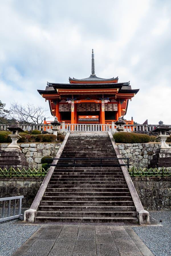 Bâtiment occidental de porte de temple photographie stock libre de droits