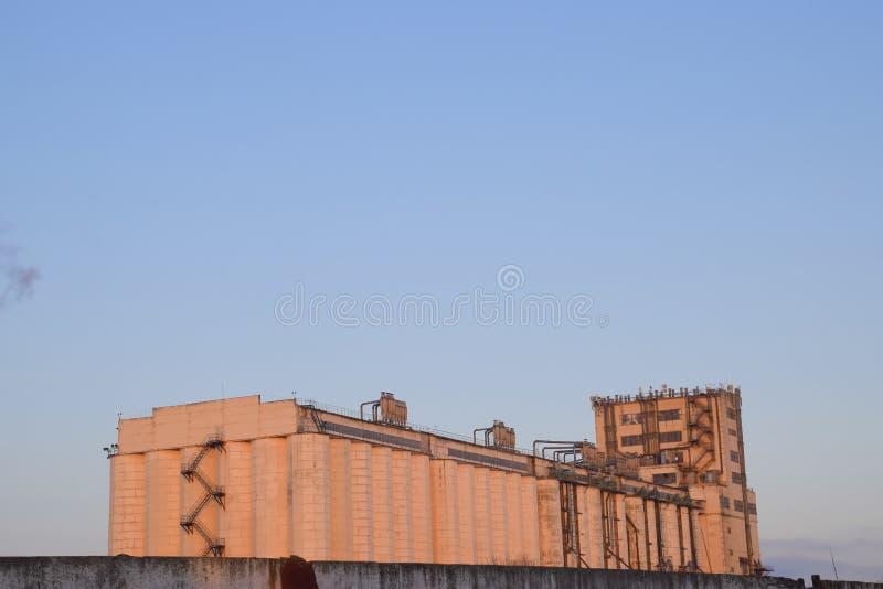 Bâtiment pour stocker et sécher le grain photos libres de droits
