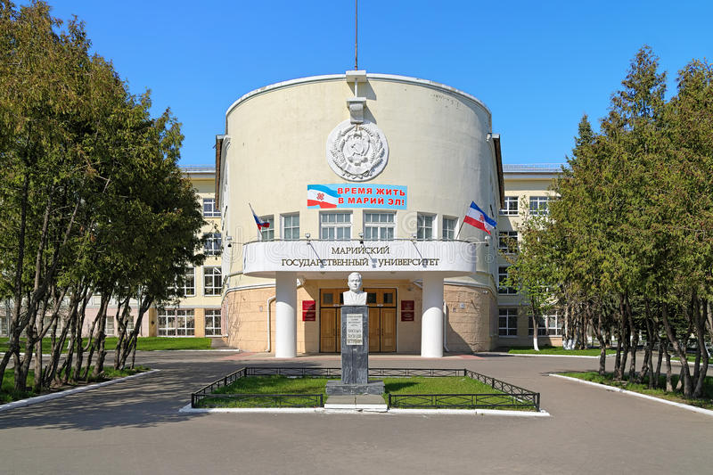 Bâtiment principal de Mari State University à Iochkar-Ola, Russie images stock