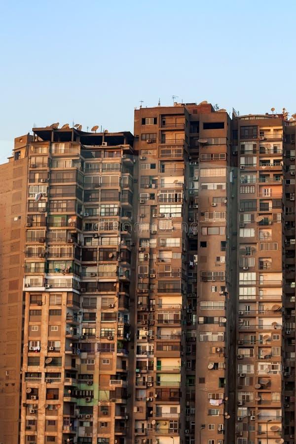 Bâtiment résidentiel ayant beaucoup d'étages au Caire photo stock