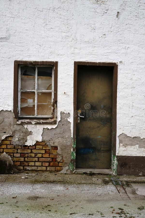 Bâtiment résidentiel délabré image libre de droits