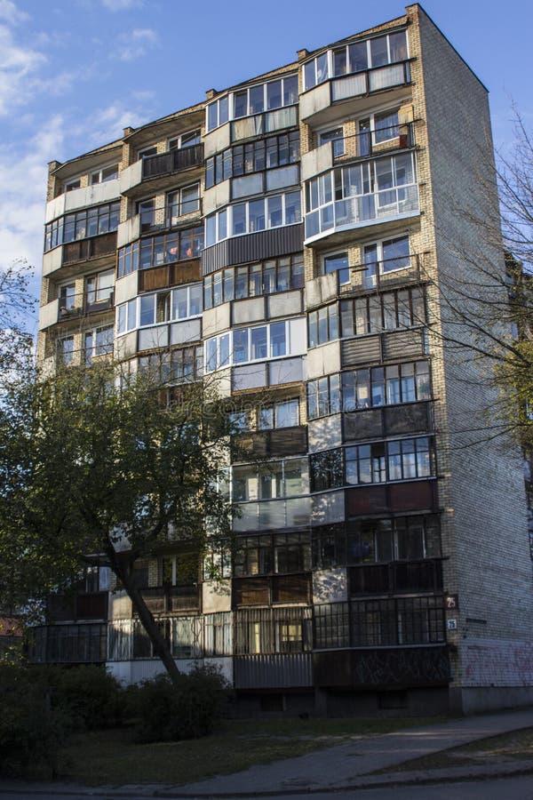 Bâtiment résidentiel soviétique sur les périphéries de Vilnius lithuania photos stock