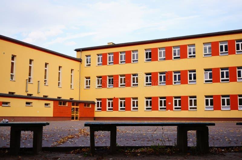 Download Bâtiment scolaire photo stock. Image du construction - 45350388