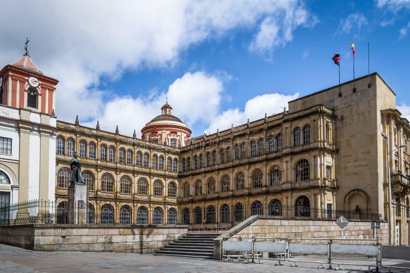 Bâtiment scolaire près de place de Bolivar - Bogota, Colombie images libres de droits