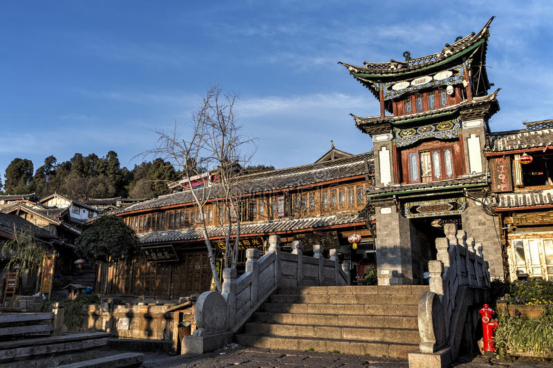 Bâtiment traditionnel chez le Sifang jie dans Lijiang, Yunnan, Chine image stock