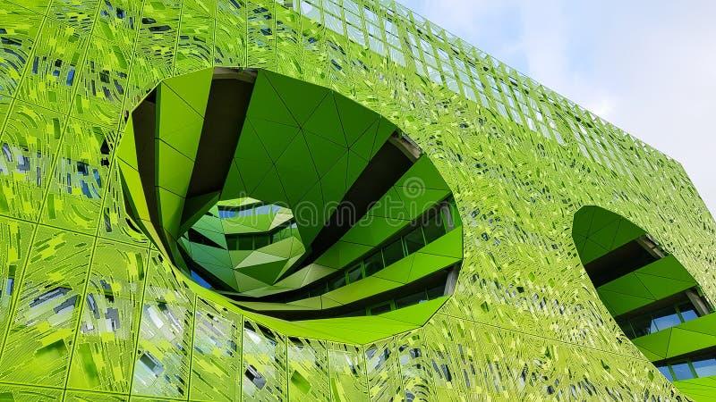 Bâtiment vert de cube dans le secteur de confluent, Lyon photos libres de droits