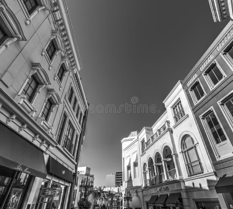 Bâtiments élégants dedans par l'intermédiaire du rodéo, Beverly Hills photo stock