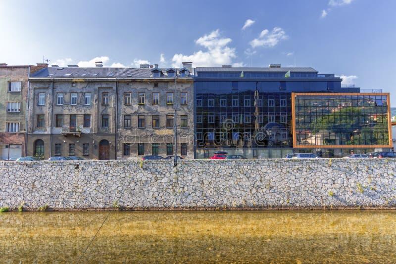 Bâtiments anciens et modernes à Sarajevo, Bosnie-Herzégovine photos libres de droits