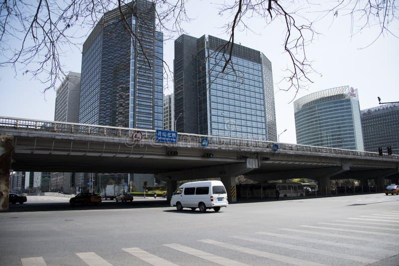 Bâtiments beaucoup-racontés et ponts de rue financière photographie stock