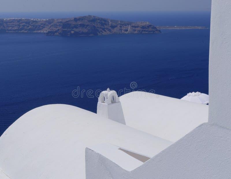 Bâtiments blancs sur l'île de Santorini image libre de droits